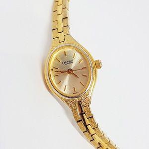 Luxury Bulova Quartz Watch   Gold
